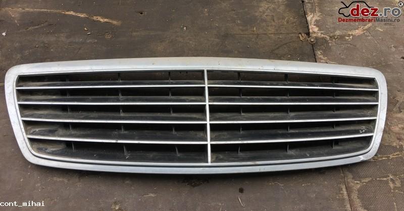 Grila radiator Mercedes V 200 2003 cod A2208800583 Piese auto în Bucuresti, Bucuresti Dezmembrari