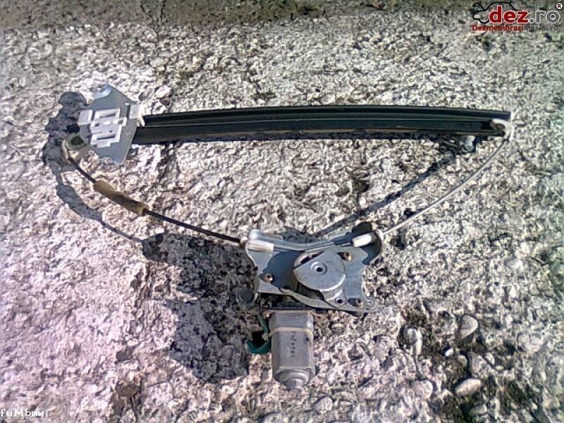 Vand macarale electrice ssangyong rexton 2006' Dezmembrări auto în Urziceni, Ialomita Dezmembrari