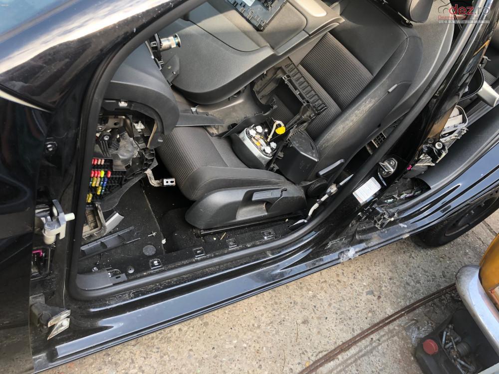 Prag Stanga Volkswagen Golf 6 Hatchback în Bucuresti, Bucuresti Dezmembrari