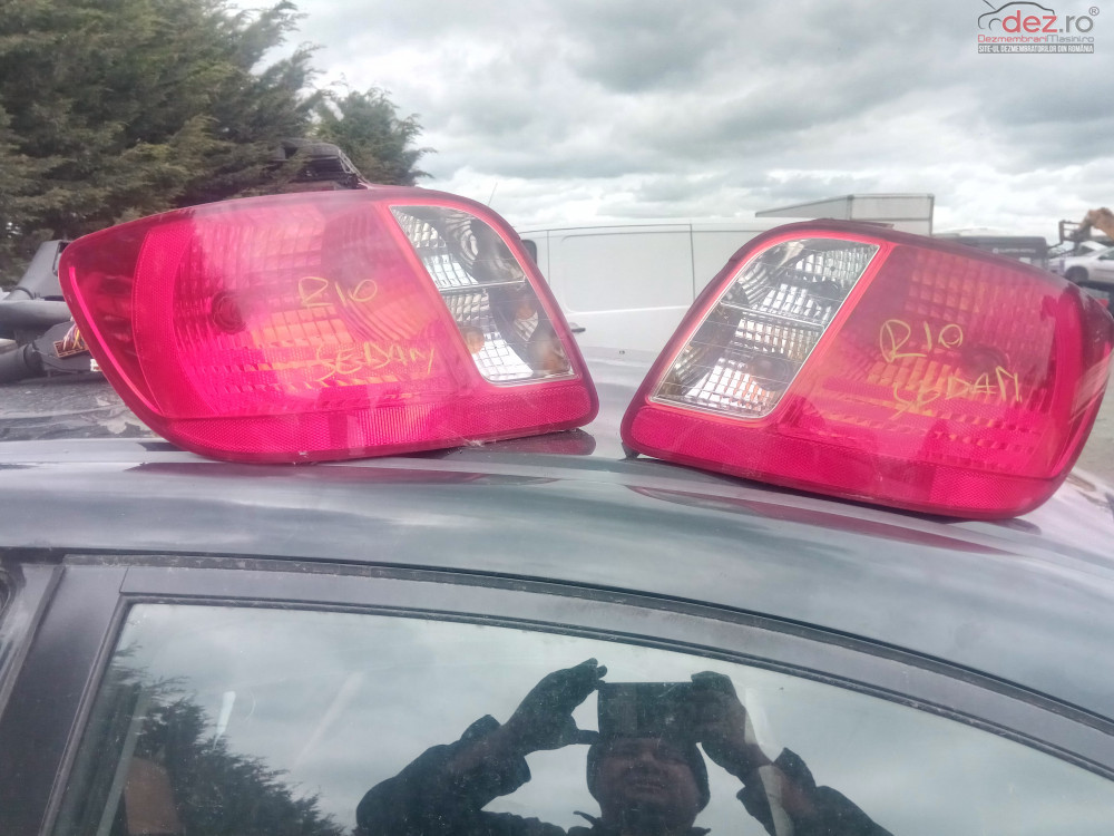 Lampa Stop Tripla Stanga Dreapta Kia Rio Jb Limuzina Sedan Berlina  Piese auto în Snagov, Ilfov Dezmembrari