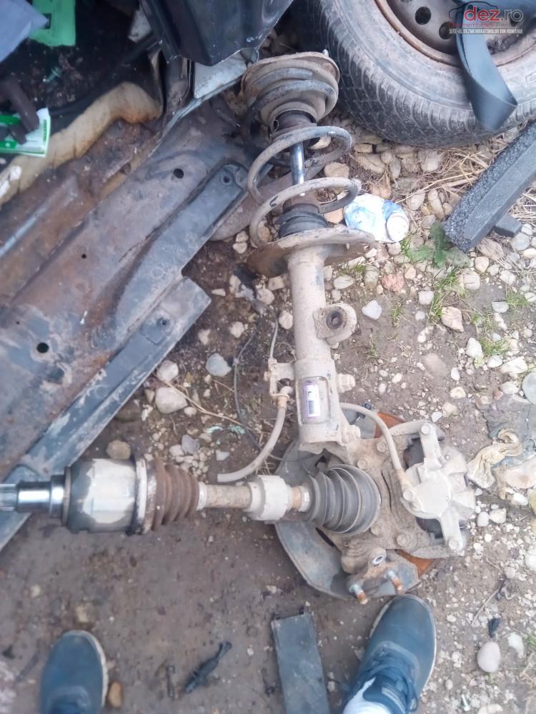 Fuzeta Stanga Dreapta toyota Rav4 2 2 D4d Xa30 Piese auto în Snagov, Ilfov Dezmembrari