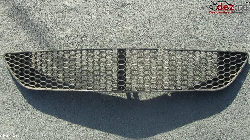 Vand grila mercedes cod piesa a 221 885 03 53 grila este putin sparta se poate Dezmembrări auto în Bucuresti, Bucuresti Dezmembrari