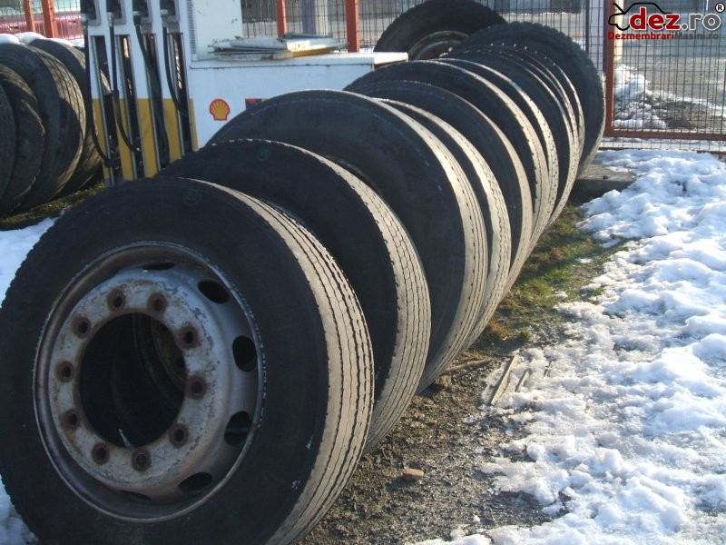 Vand anvelope Michelin de vara - 275 / 70 / R22.5 Anvelope second hand în Craiova, Dolj Dezmembrari