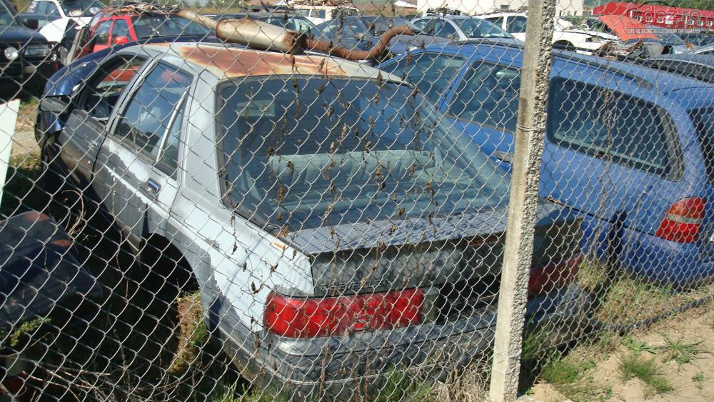 Dezmembrez Chevrolet Corsica Dezmembrări auto în Zalau, Salaj Dezmembrari