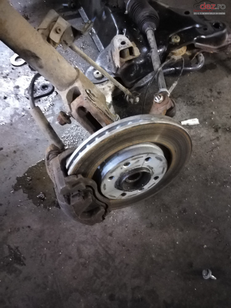 Fuzeta Fata Stanga / Dreapta Peugeot 307 1 6hdi cod oem Piese auto în Suceava, Suceava Dezmembrari