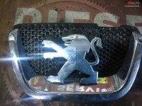 Emblema Fata Peugeot 407 cod oem Piese auto în Suceava, Suceava Dezmembrari