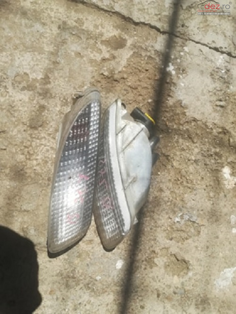 Lampa Semnal Stanga Rover 75 Cod 237181 99 05 Nr 561 cod 237181 Piese auto în Corbeanca, Ilfov Dezmembrari