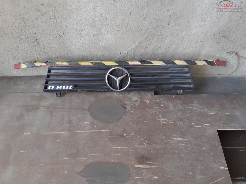 Vand Grila RadiatorMercedes Vito W638 1999  Cod A6388880415  Piese auto în Craiova, Dolj Dezmembrari