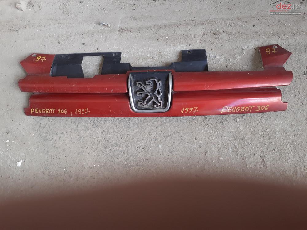 Vand Grila RadiatorPeugeot 306 Din 1997  Cod 9621133677  Piese auto în Craiova, Dolj Dezmembrari