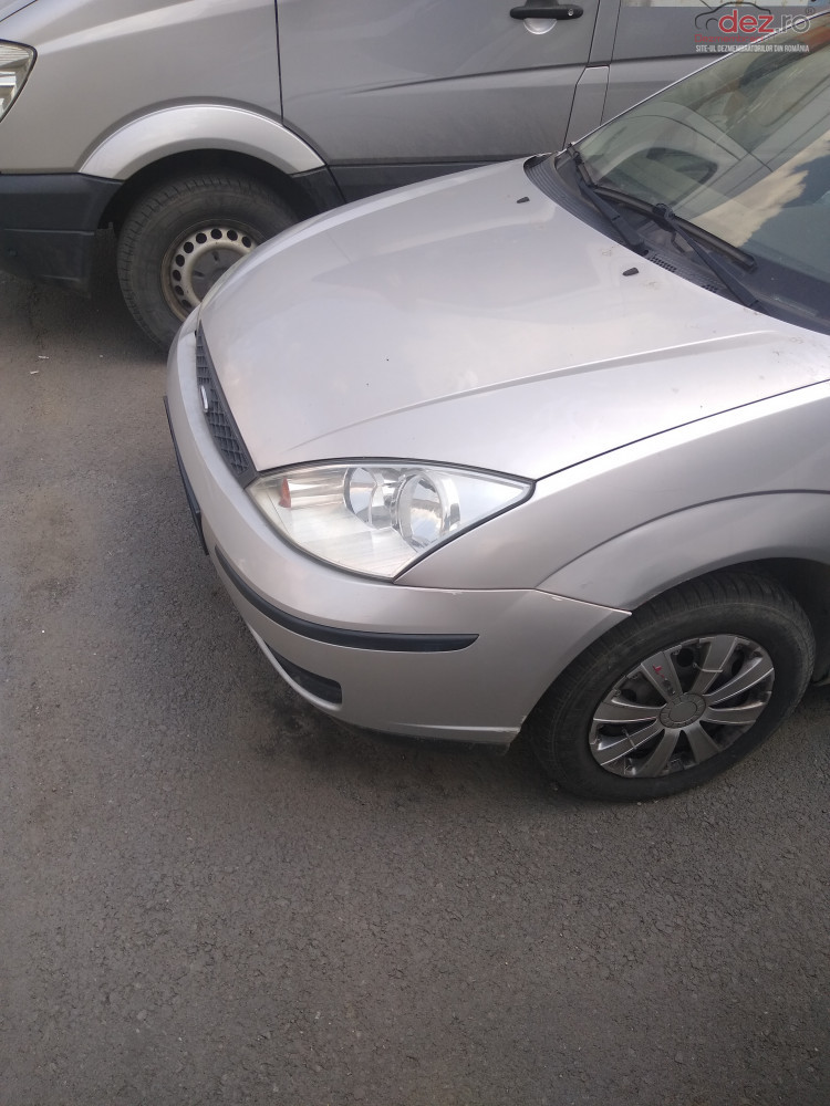 Vand Ford Focus 2001 din 2001, avariat in lateral(e)