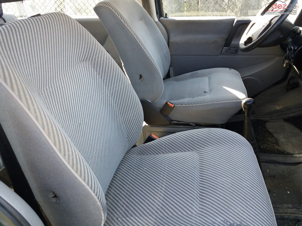Vand Volkswagen Caravelle Lunga din 1998, avariat in lateral(e)