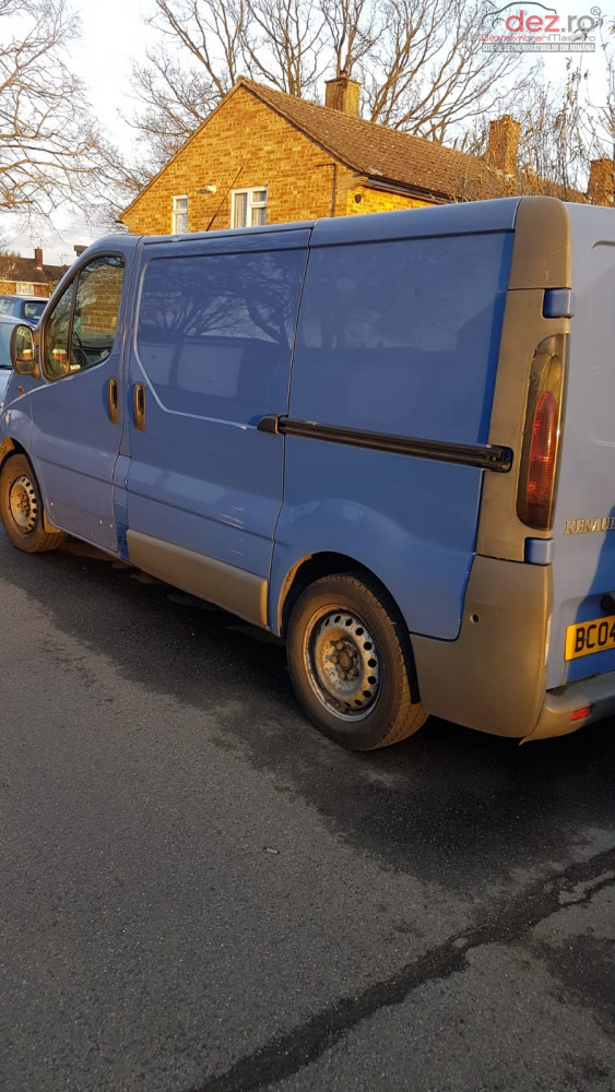 Vand Renault Trafic Sl27 dci din 2004, avariat in lateral(e)