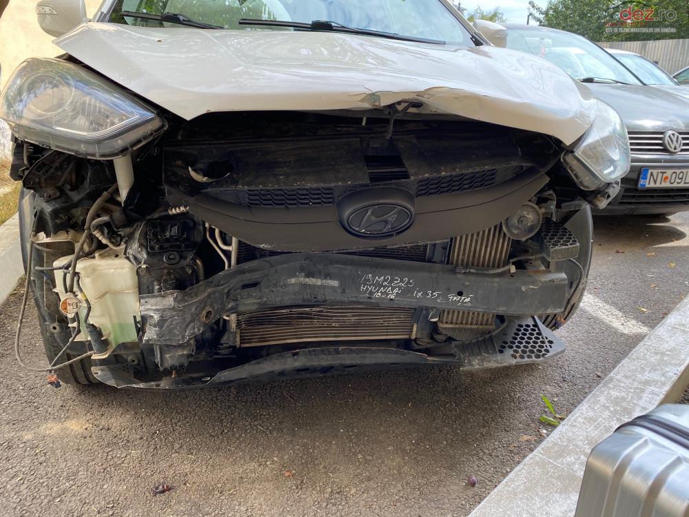 Vand Hyundai IX35 1.7 CRDI din 2012, avariat in fata Mașini avariate în Roman, Neamt Dezmembrari