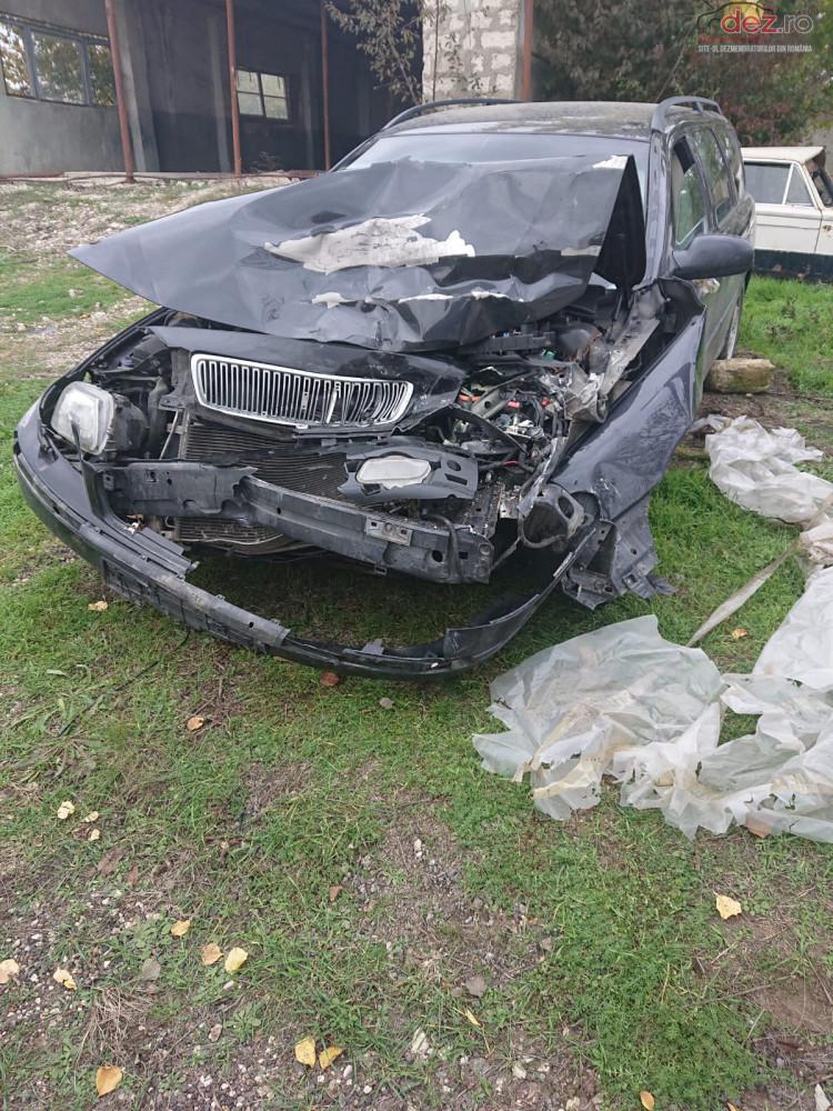 Vand Volvo V70 din 2002, avariat in fata Mașini avariate în Cluj-Napoca, Cluj Dezmembrari