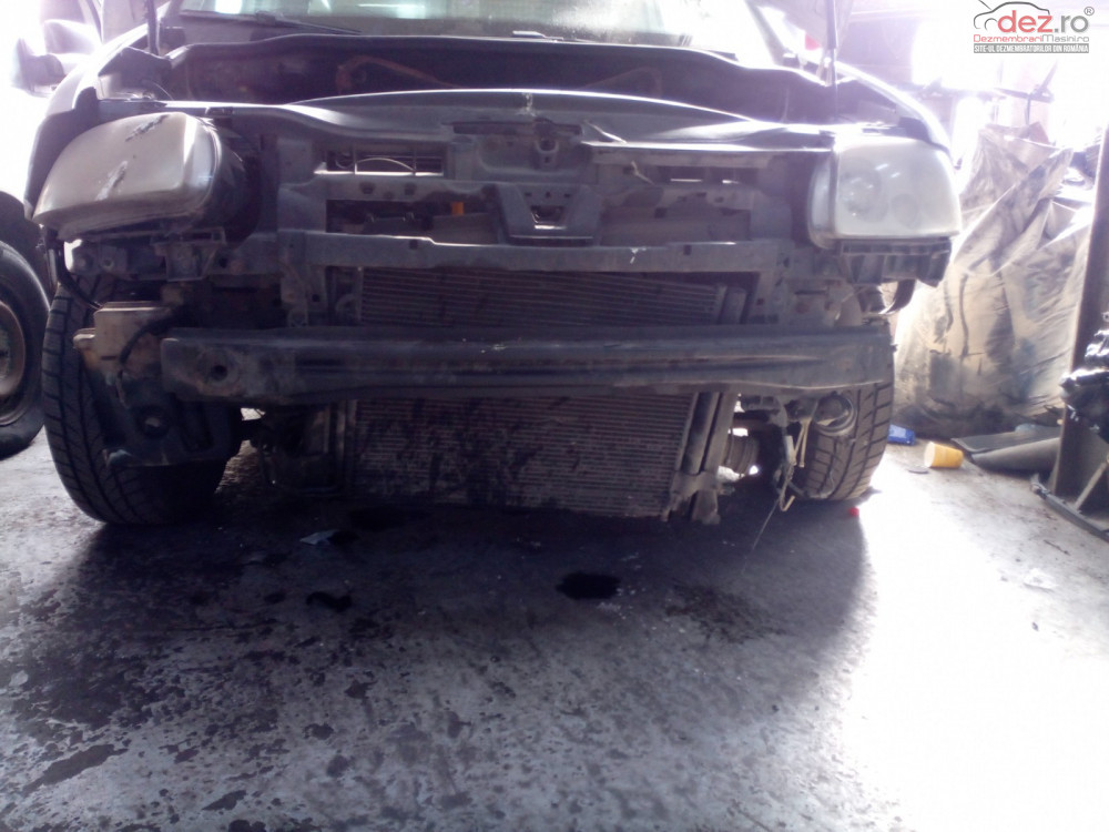 Vand Volkswagen Caddy Furgon din 2008, avariat in fata Mașini avariate în Timisoara, Timis Dezmembrari
