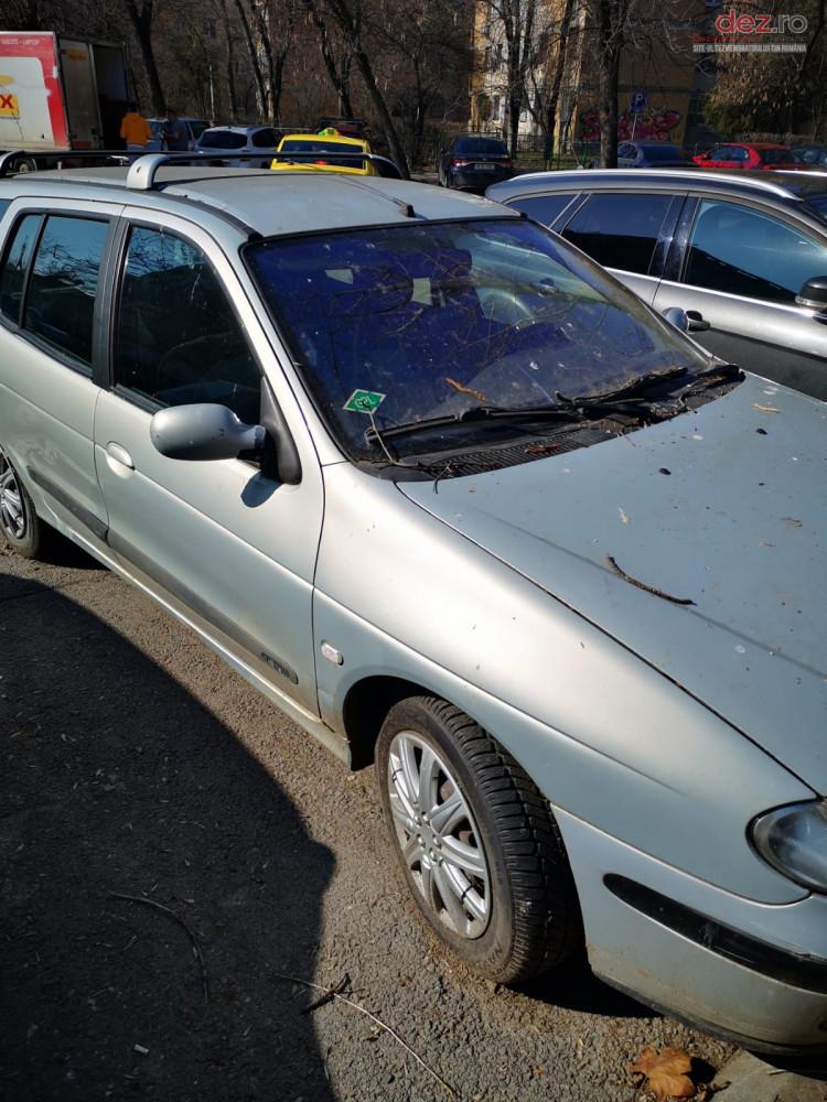 Vand Renault Megane 1 din 2002, avariat in totalitate
