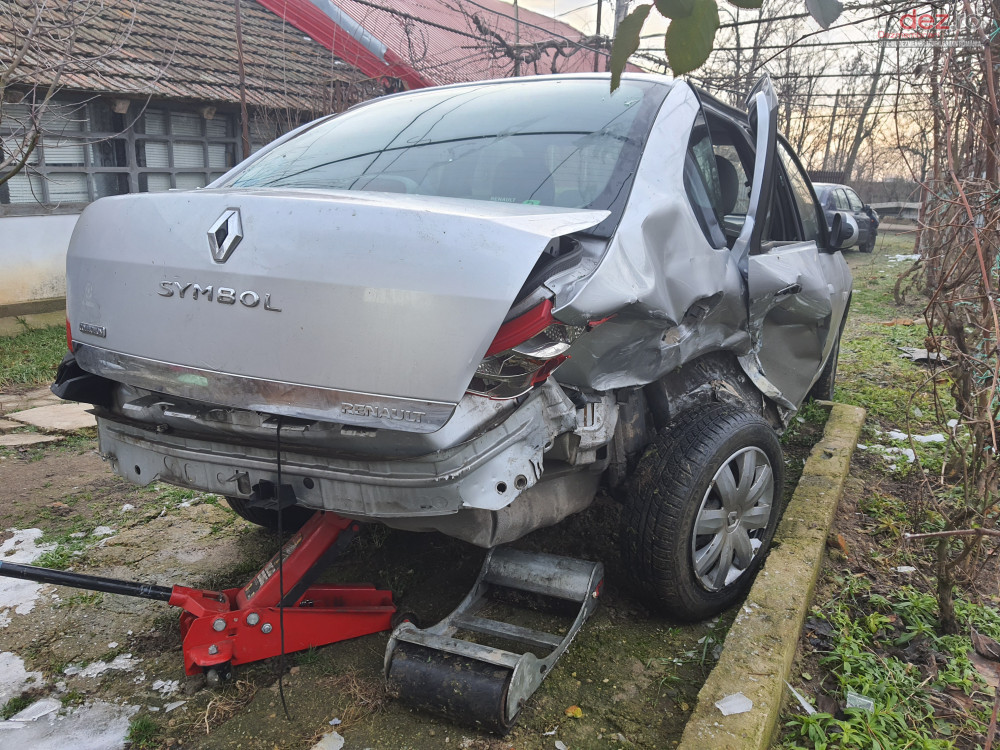 Vand Renault Clio Thalia din 2011, avariat in spate, lateral(e)