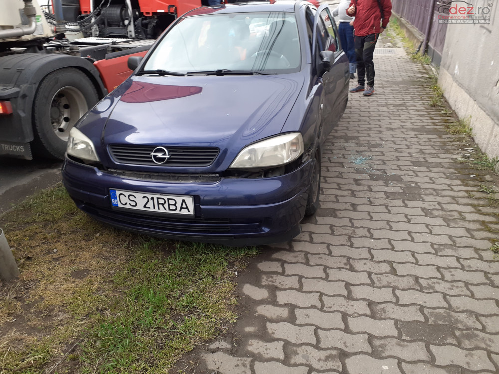 Vand Opel Astra G din 2000, avariat in fata, lateral(e)