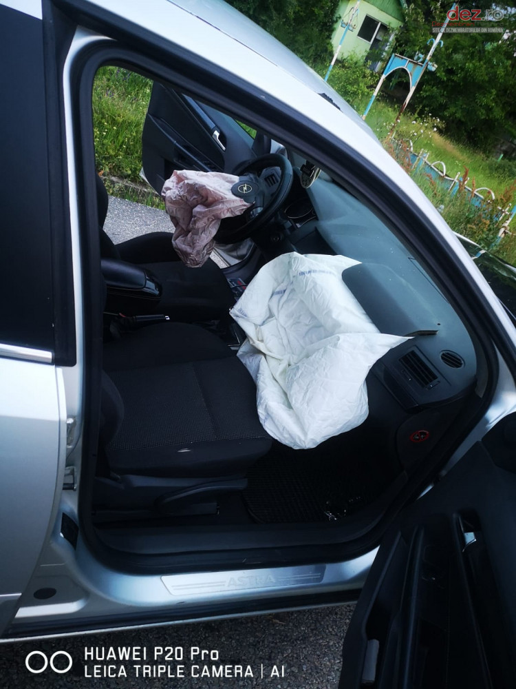 Vand Opel Astra H din 2006, avariat in fata, totalitate