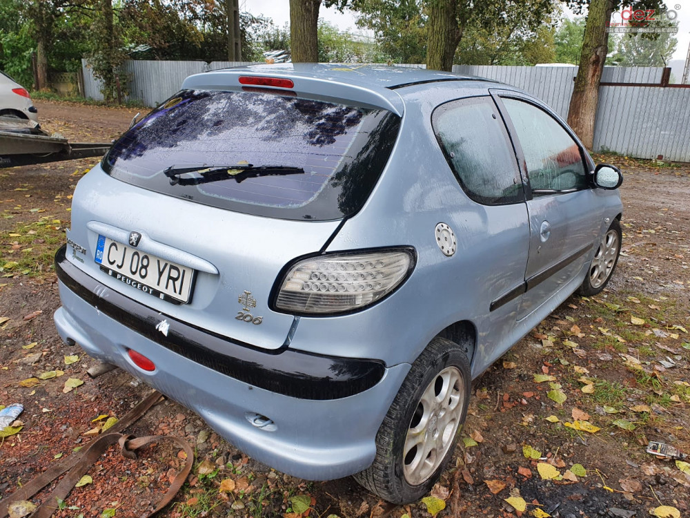 Dezmembrez Peugeot 206 2.0 benzina hatchback din 2001