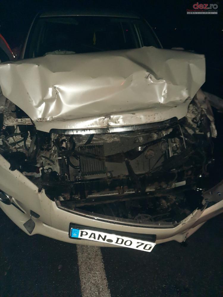 Vand Toyota RAV 4 din 2010, avariat in fata