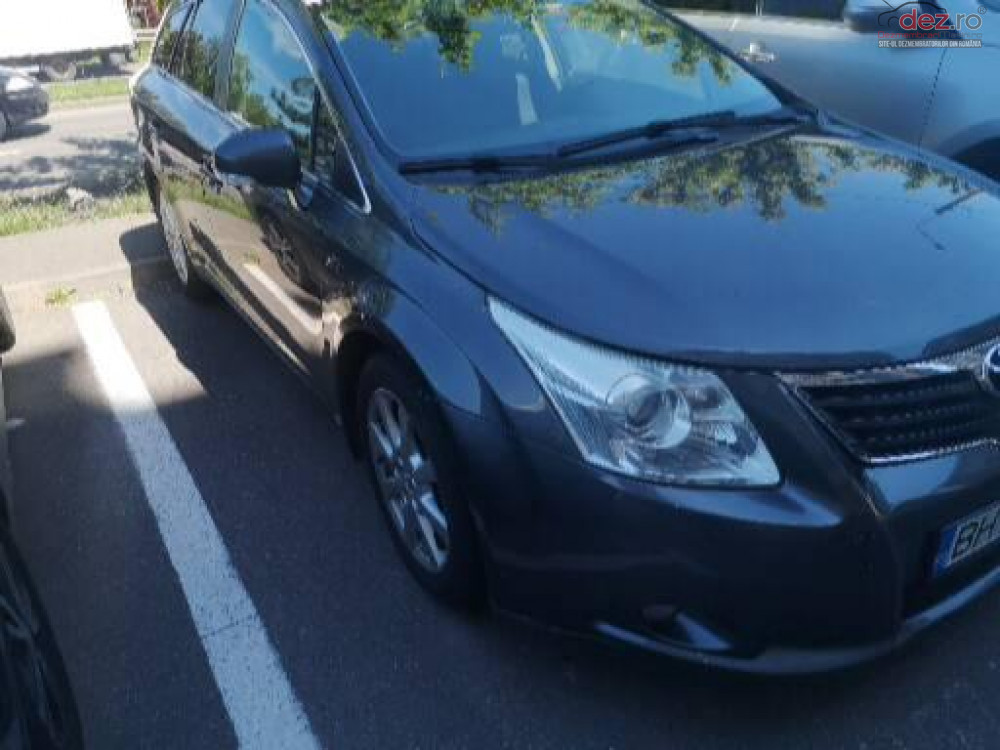 Vand Toyota Avensis T27 din 2009, avariat in spate