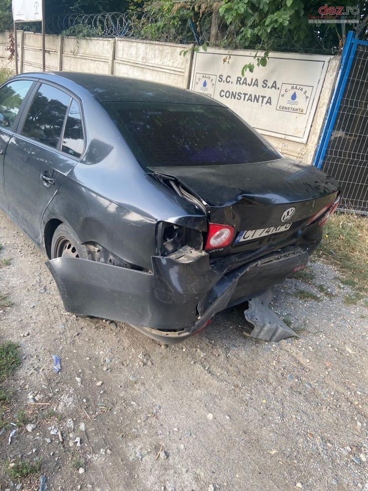 Vand Volkswagen Jetta din 2008, avariat in spate