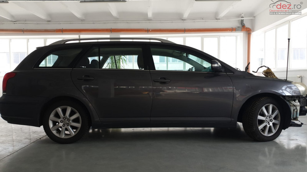 Vand Toyota Avensis D4D din 2006, avariat in fata, lateral(e)
