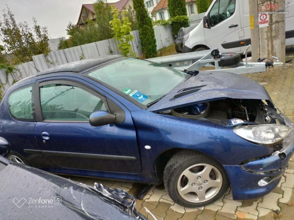 Vand Peugeot 206 1.4i din 2004, avariat in fata